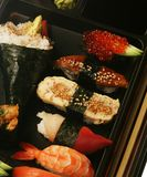 Japanisches traditionelles Sushiset Stockfoto