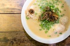 Japanner ramen soep met kip, de ballen van het kippenvlees, Welse onio Royalty-vrije Stock Afbeelding