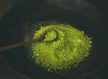 Japans groen de theepoeder van Matcha in houten kom met lepel Royalty-vrije Stock Foto