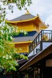 Japans stijlkasteel in Thailand, nabootsers van Gouden Tempel & x28; Kinkakuji Temple& x29; van Japan Stock Foto's