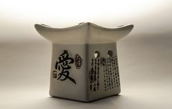 Japanse aromatische olielamp op de witte achtergrond Royalty-vrije Stock Foto
