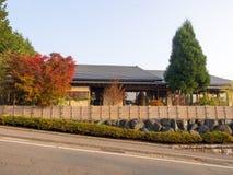 Japanse badhuis en helling onderaan weg Royalty-vrije Stock Afbeelding