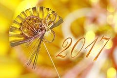 Japanse de groetkaart van 2017 met traditionele decoratie gouden ventilator Royalty-vrije Stock Foto