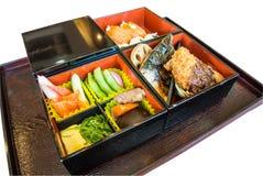 Japanse die bento op dienblad wordt geplaatst Royalty-vrije Stock Fotografie