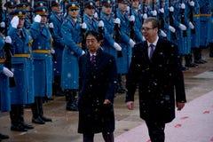 Japanse Eerste minister Shinzo Abe in officieel bezoek aan Republiek Servië royalty-vrije stock foto