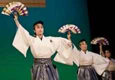 Japanse festivaldansers in kimonoonstage Stock Afbeeldingen