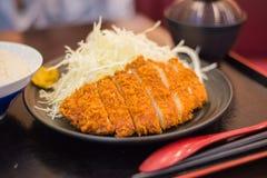 Japanse gefrituurde tonkatsu van de varkensvleeskotelet Stock Afbeelding