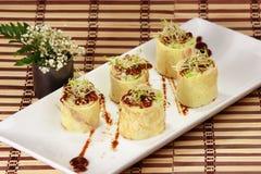 Japanse Gerolde omelet-Tamagoyaki (dashimaki) Stock Afbeelding