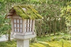 Japanse houten lantaarn Royalty-vrije Stock Foto's