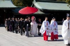 Japanse huwelijksceremonie bij Heiligdom Stock Afbeelding