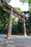 Japanse ingangspoort op een zonnige dag stock fotografie