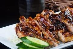 Japanse keuken geroosterde kip op de achtergrond Stock Fotografie