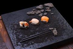 Japanse keuken sushi op achtergrond Royalty-vrije Stock Foto's