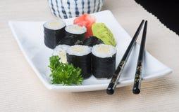 Japanse keuken sushi op de achtergrond Stock Foto