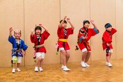 Japanse lokale uitvoerders die traditionele lokale Japanner uitvoeren Stock Foto's
