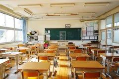 Japanse ondergeschikte middelbare schoolklaslokalen in de dag Royalty-vrije Stock Afbeelding