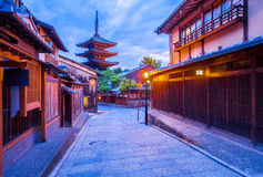 Japanse pagode en oud huis in Kyoto Royalty-vrije Stock Foto's