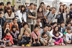 Japanse people watching street show stock photography