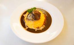 Japanse rijstkerrie met omelet en rundvlees Stock Fotografie