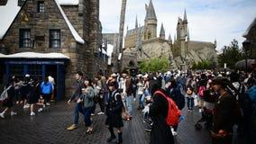 Japanse studentenreis zonder titel in Diagon-steeg stock footage