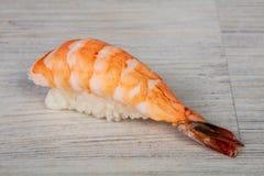 Japanse sushi met garnaal royalty-vrije stock afbeelding
