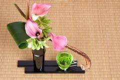 Japanse thee en ikebana Stock Afbeeldingen