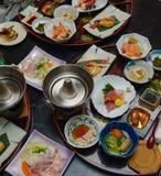 Japanse traditionele vastgestelde maaltijd voor diner stock afbeelding