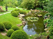 Japanse tuin en vijver Royalty-vrije Stock Afbeeldingen