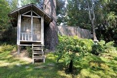 Japanse tuin met een bamboehut Stock Foto's