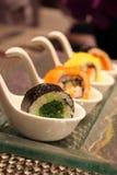 Japanse van sushibroodje en garnalen eieren Stock Foto's