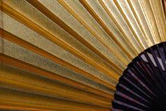 Japanse ventilator in goud en zwarte stock foto's