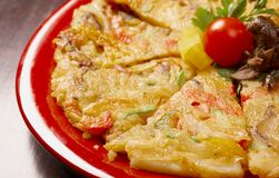Japanse voedselclose-up Okonomiyaki. Stock Afbeeldingen