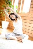 Japanse vrouw die oefening doet Stock Afbeeldingen