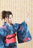 Japanse vrouw in kleren van kimono Stock Afbeelding