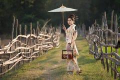 Japanse vrouwen die kimono dragen royalty-vrije stock afbeelding