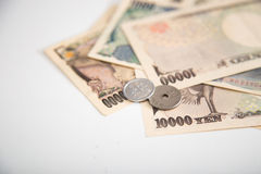 Japanse Yenbankbiljetten en Japans Yenmuntstuk Stock Foto's