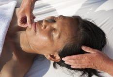 Japansk ansikts- massage Arkivbilder