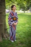 Japansk asiatisk kvinna i kimono Royaltyfria Foton
