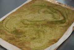 Japansk bakat bröd för grönt te deg för kaka Matlagning Proces av den söta efterrättkakan arkivfoto