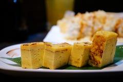 Japansk favorit- mat kallade dashimaki eller tamagoyaki arkivbilder