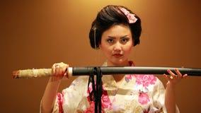 Japansk geisha med svärdet Royaltyfri Fotografi