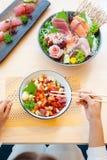 Japansk högvärdig sashimi, bunke för Kaisendon sashimiris royaltyfria foton