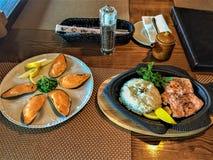 Japansk kokkonst i en restaurang royaltyfria foton