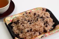 Japansk kokkonst Sekihan, klibbiga ris ångade med azukibönor Royaltyfri Bild