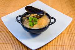 Japansk kokkonst, soppa med ostron Royaltyfria Bilder