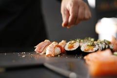 Japansk kokkonst, sushi Fotografering för Bildbyråer