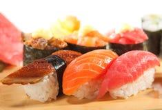 Japansk kokkonst - SushiSet royaltyfria foton