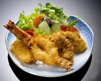 Japansk kokkonst - Tempuraräkor (djupa Fried Shrimps) Fotografering för Bildbyråer