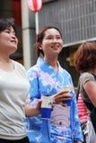 Japansk kvinna i yukatadräkt Royaltyfri Foto