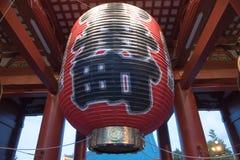 Japansk lampa i port till den Asakusa templet i Tokyo, Japan Arkivfoton